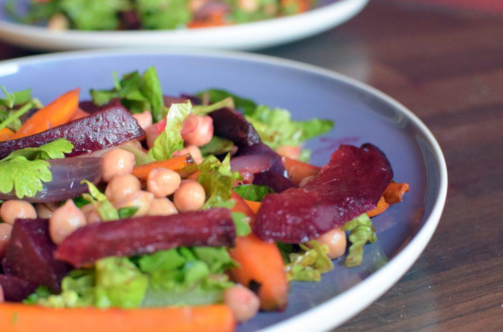 Salat mit Ofengemüse