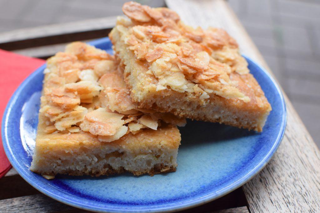 Butterkuchen vom Blech mit Mandeln