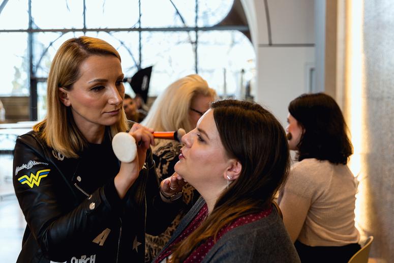 Sich auf dem Beautypress Bloggerevent mit Kosmetik von Annemarie Börlind schminken lassen