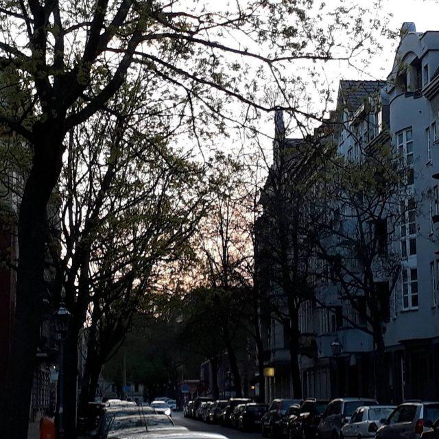 Abendstimmung berlin berlinstagram abend abendstimmung instamood sunset rosahimmel igberlin altbautenhellip