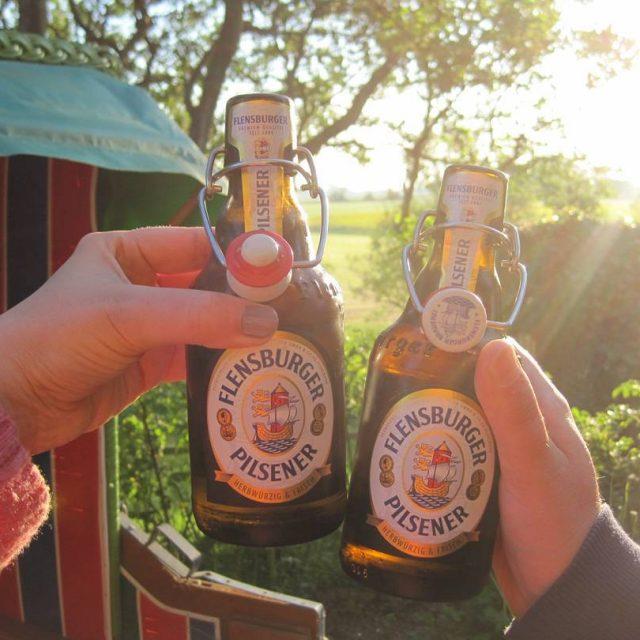Das flenst Urlaubsfeeling pur! flensburgerpilsener nordsee urlaub honeymoon flitterwochen bierhellip