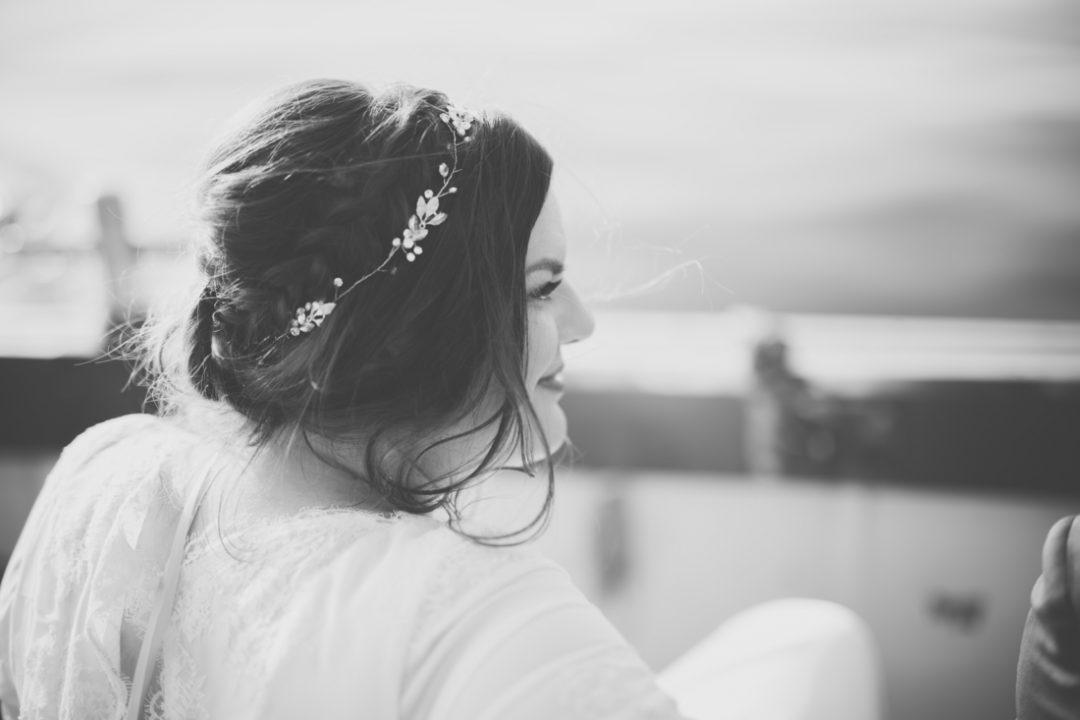 Entspannte Braut bei ihrer Grünen Hochzeit