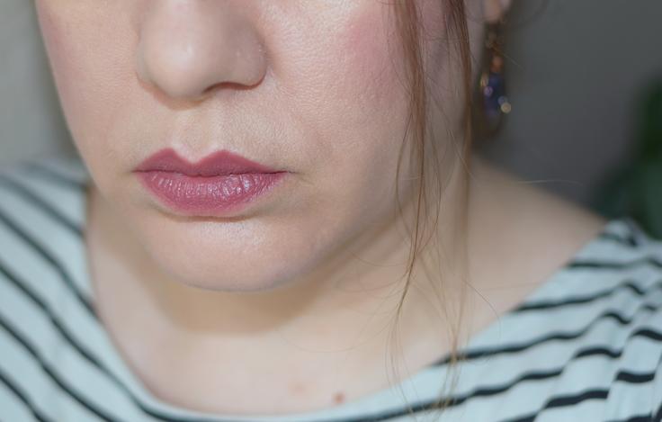 Tragebild Akona Lippenstift von NUI Cosmetics
