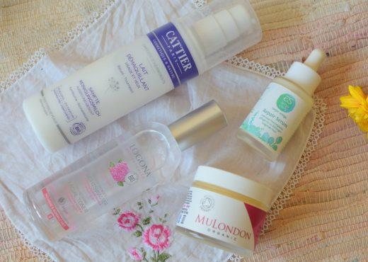 Vier Produkte die zu meinen Sommerfavoriten für das Gesicht zählen: Serum von Amo como soy, MuLondon Moisturiser, Cattier sanfte Reinigungsmilch und Logona Gesichtswasser Rose