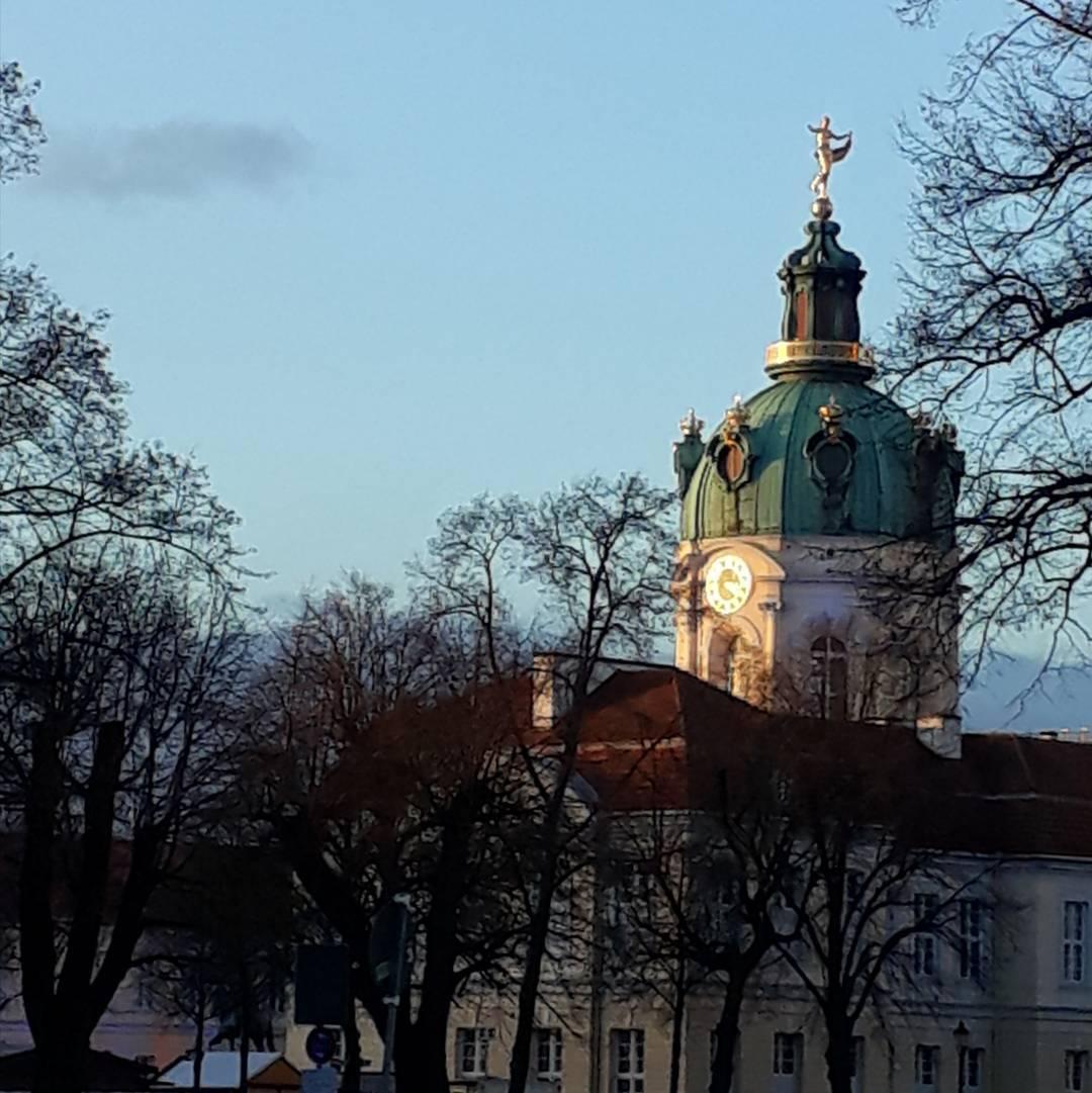 Schloss Charlottenburg im gldenen Nachmittagslicht Dezember haltIch mag wie diehellip